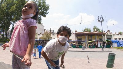 https://commons.wikimedia.org/wiki/File:Children_with_masks_due_to_swine_flu_outbreak.jpg