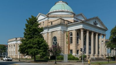 https://commons.wikimedia.org/wiki/File:First_Baptist_Church,_Augusta_GA_20160703_1.jpg