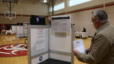 https://commons.wikimedia.org/wiki/File:Michael_Georg_Link_examines_a_voting_booth_in_Washington,_DC,_3_Nov._2020_(50564571952).jpg