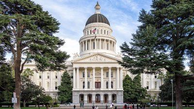 https://commons.wikimedia.org/wiki/File:Sacramento,-California---State-Capitol_(cropped).jpg