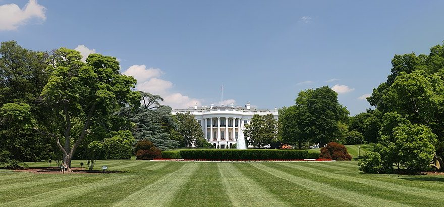 https://commons.wikimedia.org/wiki/File:White_House_lawn.jpg